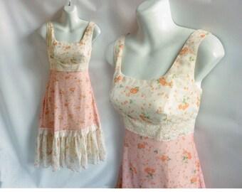 Vintage 70s Dress Size S Pink Cream Calico Floral Cotton Lace Hippie Boho 60s
