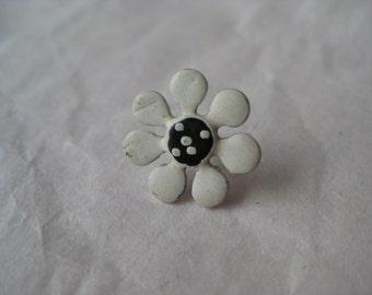 Flower Daisy Lapel Pin Tie Tack Brooch White Black Vintage