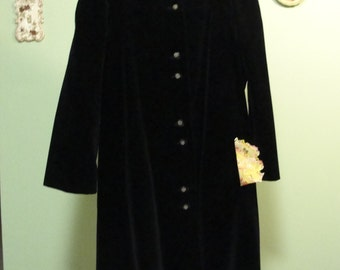 Vintage 1960s plus size black velveteen coat with stand up collar and three quarter length sleeves