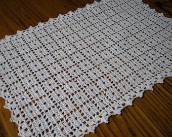 Vintage Tray Liner, Crochet Tray Liner, Crochet Doily, White Crochet, Crochet Rectangle, Crochet Dresser Topper, Crochet Decor, White Doily
