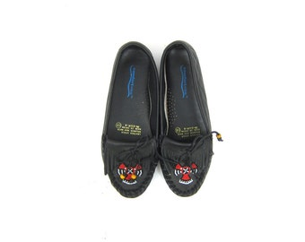 Vintage Black Leather Moccasins Beaded Loafers Deck Shoes with Native American Phoenix Bird beading women's Shoes size 8.5 W Wide