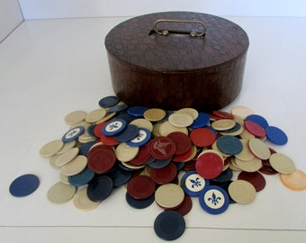 Vintage Bakelite Gaming Poker Chips  with Wood Holder Box Polo Fleur dis lis Horse shoe Eagle 200+ Chips