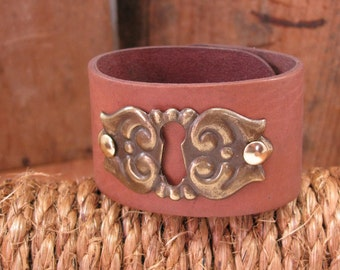 Keyhole Escutcheon Leather Cuff Bracelet - Saddle Leather with Ornate Vintage Brass Keyhole Escutcheon - Upcycled, Repurposed, Rustic