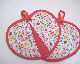 Hot pad  pot holder  set Scandinavian Christmas  Nordic Heartshaped pot pincher Quiltsy handmade