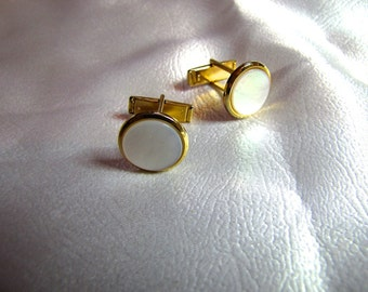 Vintage MOP Men's Gold Tone  Finish Cuff Links Classic Mother of Pearl  Cuff Links