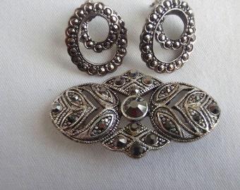 Vintage Brooch Silvery Grey plus pierce Earring