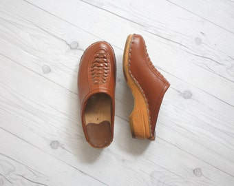 whiskey leather clogs / size 7 1/2