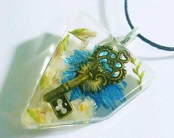 Skeleton Key Real Flowers Nature Necklace Resin Pendant Blue Green Purple Magic Earth Jewelry Secret Garden