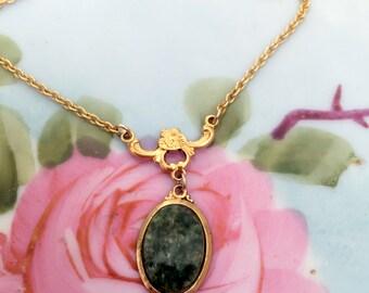 Vintage Green Jade Lariat Pendant Necklace goldtone