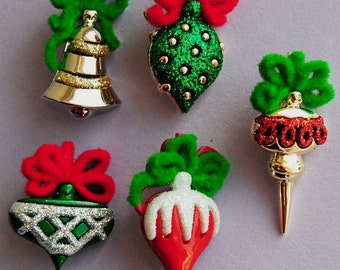 CHRISTMAS ORNAMENTS - Tree Baubles Decorations Novelty Dress It Up Craft Buttons