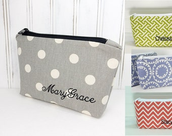 Personalized Makeup Bag - color choice - Small cosmetic pouch - with name - Bridesmaid gift