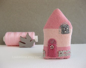 Tiny house BROOCH baby bubblegum pink with lace and sparkle
