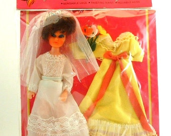 1960's Vintage Bride Matchbox Suky SANDINA Dawn & Pippa Doll Clone From Italy - 2 Outfits - New in Package