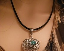 Gorgeous Puffed Scallop Heart Necklace--Lots of Details -- 40-70% off CLEARANCE SALE