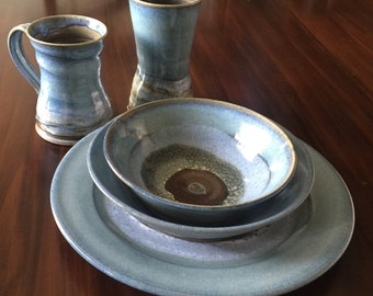 Dinnerware set (Stark wedding registery)