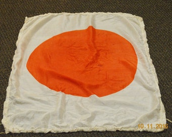 "Japanese Flag World war II,Meatball 38"" x 31 1/2 "",Authentic 40's ,Good Luck Large 100% Silk w/ Paper in Lining,Navy Fighter Pilot Flotation"