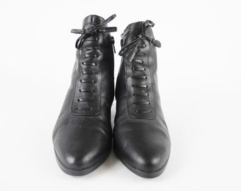 Vintage 80s 90s Witchy Ankle Boots Lace Up Boots Black Leather Ankle Boots Victorian Ankle Booties Goth Pointy Toe Bow Low Heeled Boots (7)