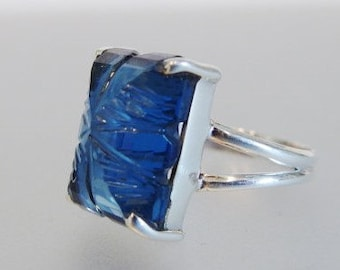 Pretty Vintage Sterling Carved Glass Ring