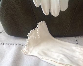 Nice Little Pair Of White Vintage Gloves
