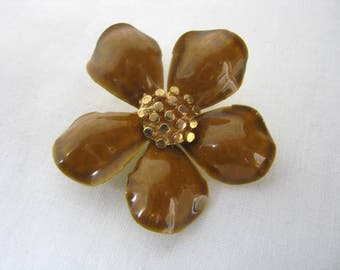 Vintage Caramel brown and gold tone flower pin flower brooch