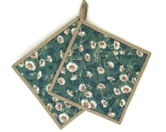 """Quilted Potholders Set of 2 """"White Daisies"""" Fabric Potholders Green Potholder, Quiltsy Handmade"""
