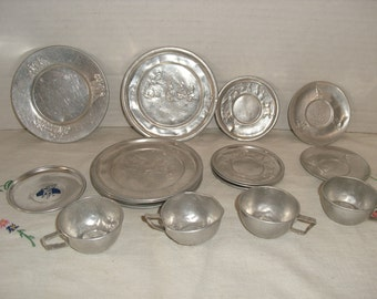 Vintage Aluminum Toy Dishes.  Cinderella.  Three Little Kittens.  Plates, Saucers and Cups
