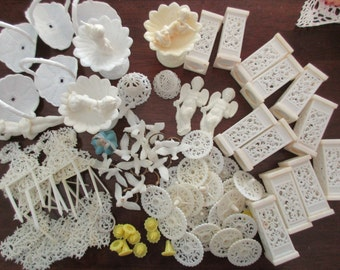 large lot of vintage Wilton white plastic decorations - crafts, cake, wedding, doves, candle holders, Cupids