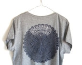 Grey t-shirt  with upcycled vintage crochet doily back - size XXL