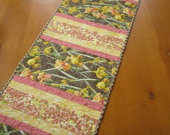 Table Runner, Quilted Table Runner, Handmade Table Runner, Iris Flowers, Home Decor, Floral Table Runner, Yellow Pink Tablerunner, patchwork