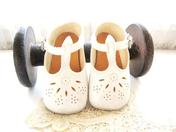 Vintage Baby Shoes Mary Janes Leather Baby Shoes Nursery Decor Buckle Baby Shoes Holiday Shoes from AllieEtCie