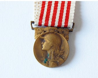 SALE 20% french war medal tiny french medal awarded for service in World War 1