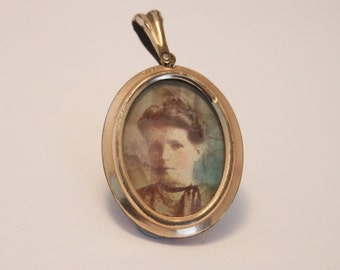 Victorian picture locket. Rolled gold locket.  Original photographs