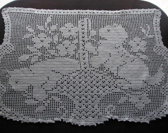 Filet Crochet, Crocheted Doily, Cat on Filet Crochet Doily, Vintage Doily
