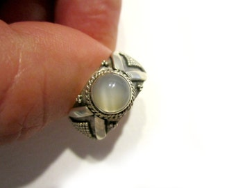 Vintage Moonstone Ring Sterling Silver 925 Size 6 1/2 Gift for Her Gift for Mom Detail Shank Bubble Ring Under 25