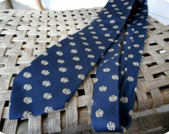 Vintage Men's Silk & Polyester Tie. Authentic Kenneth Gordon Club New Orleans Dark Navy Blue Lorn Scots Emblem Woven in England