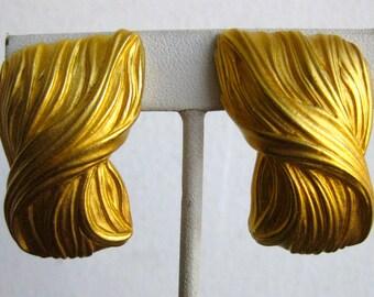 Vintage 80s Anne Klein Designer Gold Tone Satin Finish Clip On Earrings