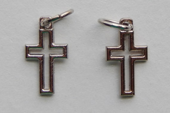 5 Religious Metal Findings - Cross, Open Work, Die Cast Silverplate, Silver Color, Oxidized Metal, Made in Italy, Charm, Drop, RO109