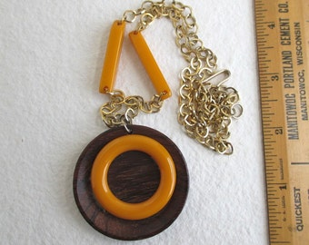 Butterscotch Bakelite Necklace - Vintage Wood, Bakelite & Gold Tone