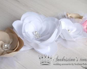 Wedding sash, Floral bridal sash, White sash,White flowers,white band band,tulle flowers,Nude flowers,Pink flower