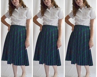 Vintage 1970s Green and Navy Plaid Pleated Skirt Waist 26 to 34 Inches