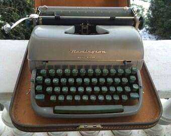 Remington Quiet Riter Typewriter in Carrying Case: Miracle Tab