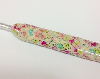 Play Hooky- Hand decorated crochet hook- Vintage Bloosom. Available in sizes 2mm-6mm.