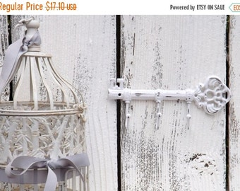 SUMMER SALE WHITE Key Hook  / Wall Hook / Skeleton Key Rack /Iron Wall Hook /  Shabby Chic Decor