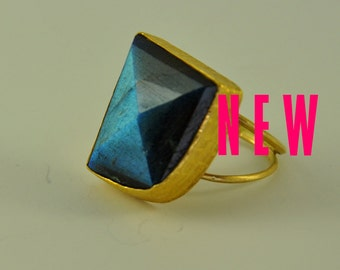 Cocktail Ring, 18K Solid Gold, Labradorite and Black Onyx, One-Off