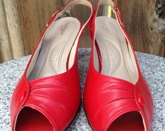 Vintage lipstick red hush puppies peep toe slingback high heels, retro 30s art deco style sandals, rockabilly pin up pumps 70s 80s size 10M