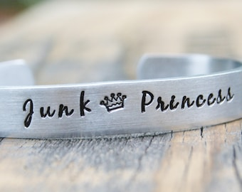 Bracelet JUNK PRINCESS Picker Antique Hunter Hand Stamped Jewelry Cuff Great Gift For Friend Sturdy 12 Gauge Aluminum Metal Silver Color