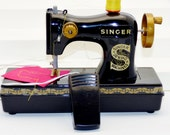 Vintage Singer Sewing Machine A2401 toy Chainstitch Home Play EUC play display black child needle yellow thread pretend battery foot peddle