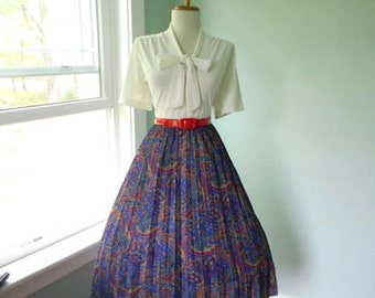 VINTAGE 1950s 1960s Blue Paisley Print Accordion Style Pleated Full Skirt