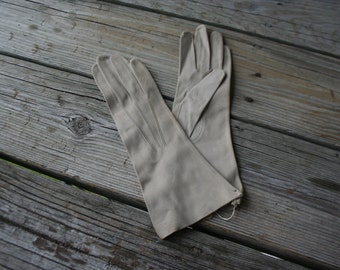 Vintage Tan Gloves Size Small - Gatsby Gloves - Lawn Party Gloves