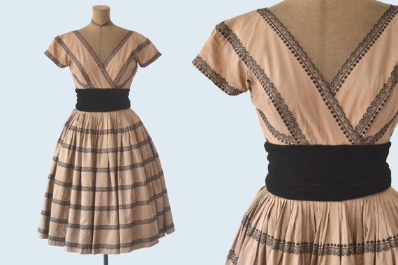 1950s Brown Satin and Embroidered Lace Dress size XS